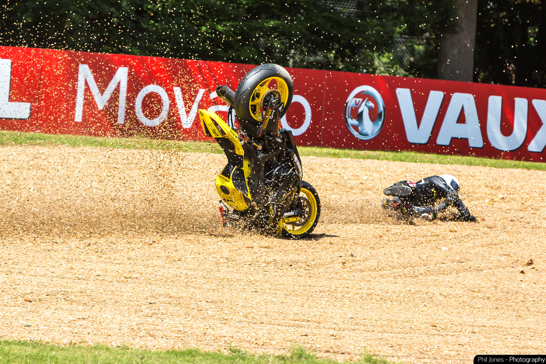 Pirelli National Superstock 600 Championship James Naggy crashing on Lap 1